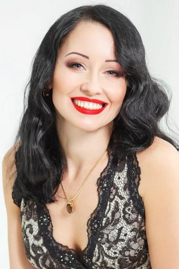 Ukrainian girl Svetlana,40 years old with green eyes and dark brown hair.