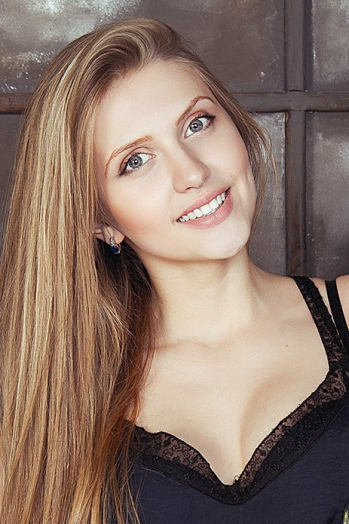 Ukrainian girl Alyena,20 years old with blue eyes and blonde hair.