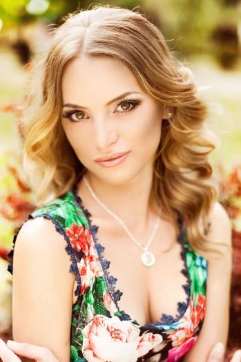 Ukrainian girl Vlada,30 years old with brown eyes and dark brown hair.