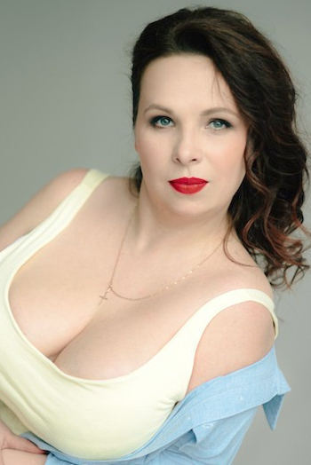Ukrainian girl Yulia,41 years old with grey eyes and light brown hair.