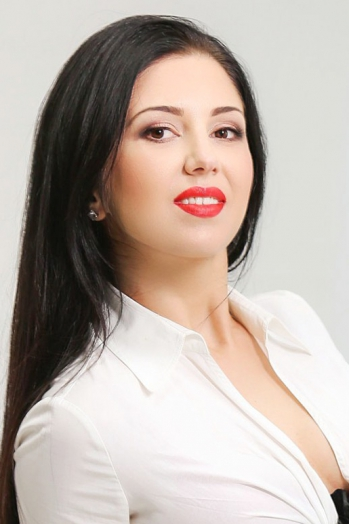 Ukrainian girl Tatiana,32 years old with brown eyes and dark brown hair.