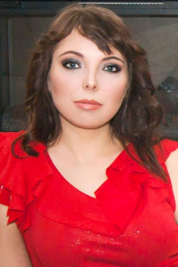 Ukrainian girl Lena,29 years old with grey eyes and dark brown hair.