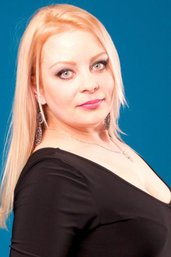 Ukrainian girl Irina,38 years old with blue eyes and blonde hair.