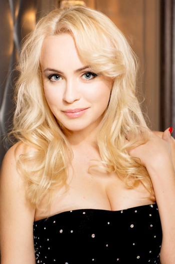 Ukrainian girl Nadezhda,22 years old with  eyes and  hair.