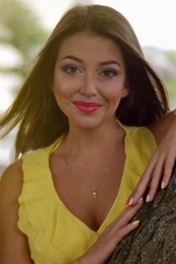 Ukrainian girl Inna,25 years old with brown eyes and dark brown hair.