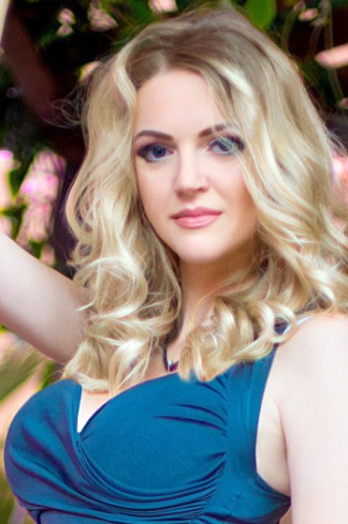 Ukrainian girl Elena,32 years old with green eyes and blonde hair.