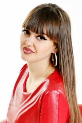 Ukrainian girl Maria,23 years old with brown eyes and dark brown hair.