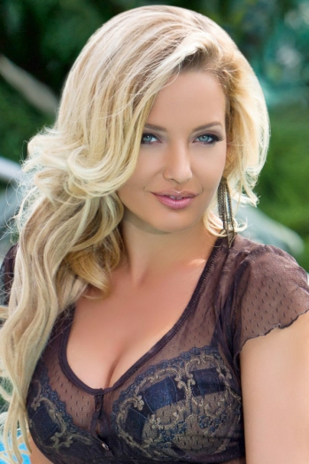 Ukrainian girl Yuliya,28 years old with  eyes and  hair.