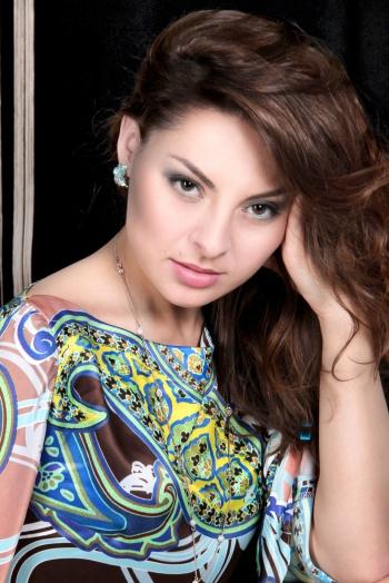 Ukrainian girl Olga,30 years old with brown eyes and dark brown hair.