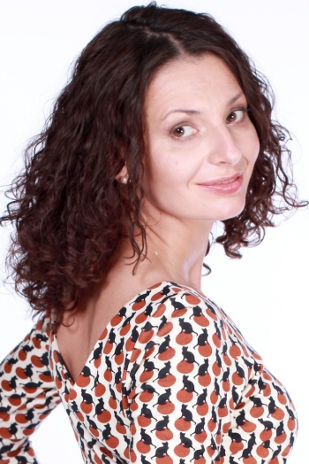 Ukrainian girl Arina,40 years old with brown eyes and black hair.