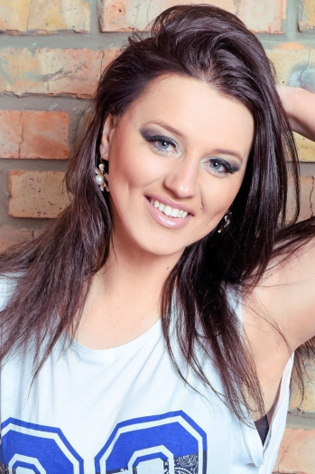 Ukrainian girl Oksana,29 years old with blue eyes and dark brown hair.