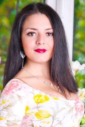 Ukrainian girl Yana,21 years old with brown eyes and dark brown hair.