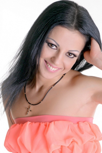 Ukrainian girl Nelia,33 years old with  eyes and  hair.