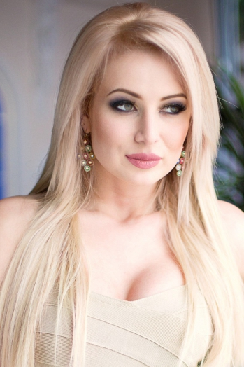 Ukrainian girl Alevtina,29 years old with  eyes and  hair.