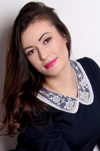 Ukrainian girl Inna,33 years old with brown eyes and black hair.