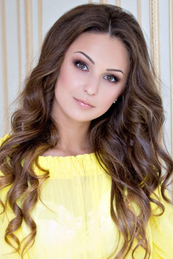 Ukrainian girl Ekaterina,23 years old with brown eyes and light brown hair.