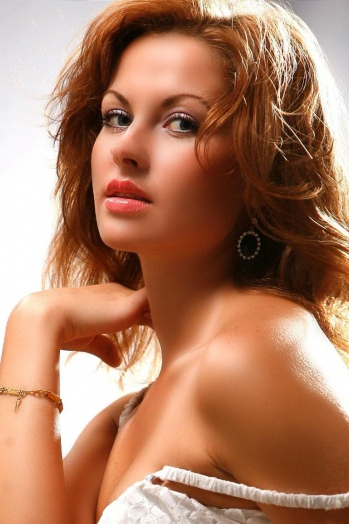 Ukrainian girl Irina,35 years old with green eyes and light brown hair.