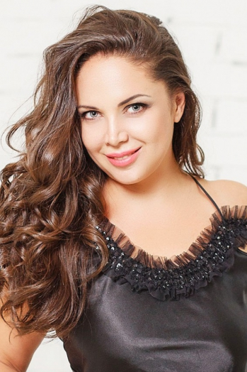 Ukrainian girl Olga,39 years old with green eyes and dark brown hair.