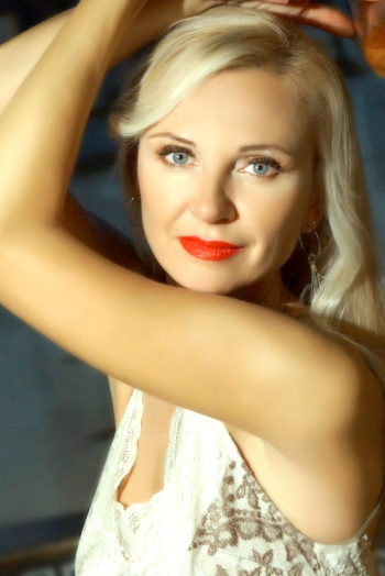 Ukrainian girl Inga,49 years old with blue eyes and blonde hair.