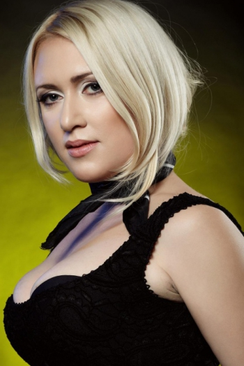 Ukrainian girl Olga,38 years old with grey eyes and blonde hair.