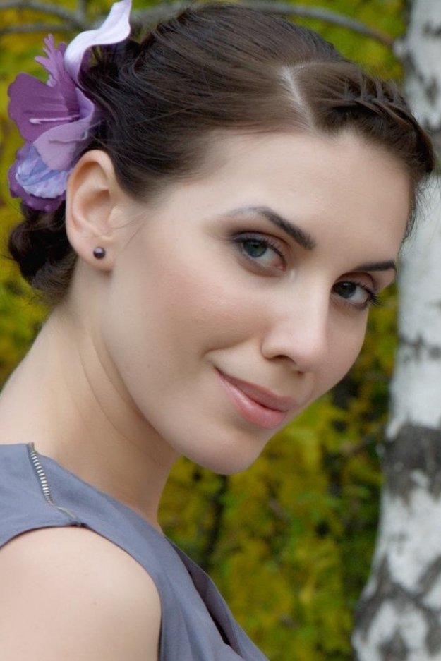 Ukrainian girl Olga,32 years old with hazel eyes and dark brown hair.