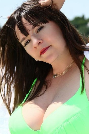 Ukrainian girl Irina,44 years old with hazel eyes and dark brown hair.