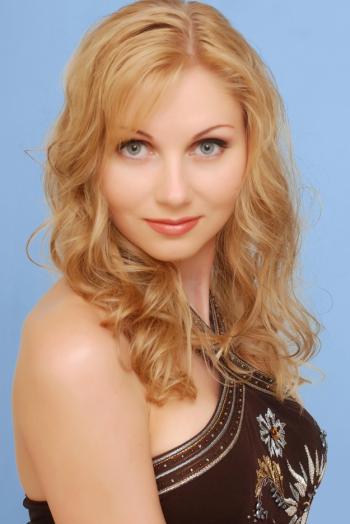 Ukrainian girl Elena,38 years old with  eyes and  hair.