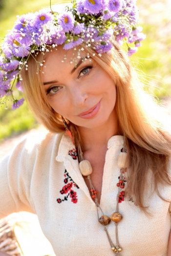 Ukrainian girl Victoria,48 years old with grey eyes and blonde hair.