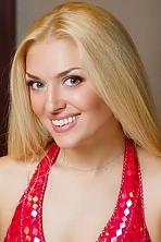 Ukrainian girl Dayana,35 years old with green eyes and blonde hair.