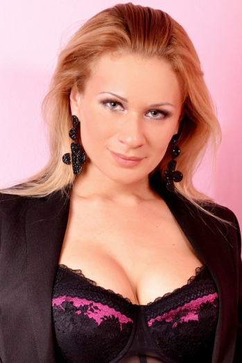 Ukrainian girl Elena,35 years old with  eyes and  hair.
