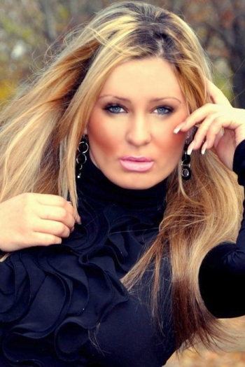 Ukrainian girl Elena,35 years old with brown eyes and blonde hair.