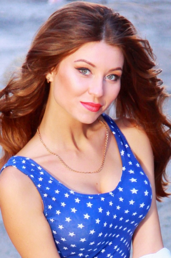 Ukrainian girl Alena,29 years old with green eyes and dark brown hair.