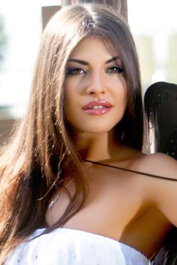Ukrainian girl Yulia,25 years old with brown eyes and dark brown hair.