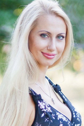 Ukrainian girl Yana,32 years old with grey eyes and blonde hair.