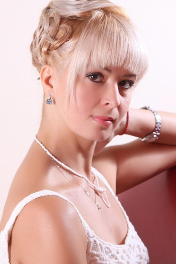 Ukrainian girl Elena,46 years old with brown eyes and blonde hair.