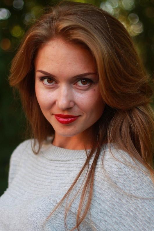 Ukrainian girl Yuliya,34 years old with brown eyes and light brown hair.