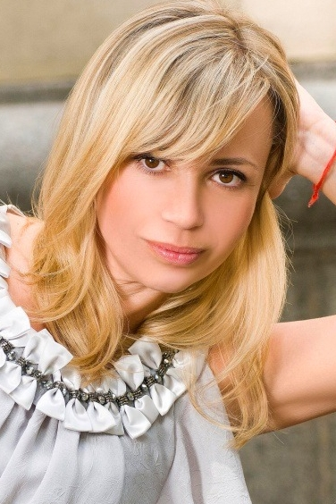 Ukrainian girl Inna,43 years old with brown eyes and blonde hair.