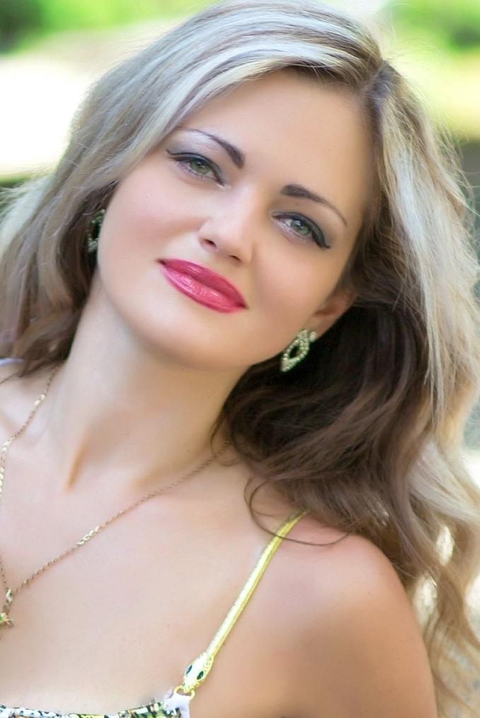Ukrainian girl Elena,39 years old with  eyes and  hair.