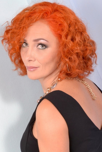 Ukrainian girl Elena,44 years old with grey eyes and red hair.