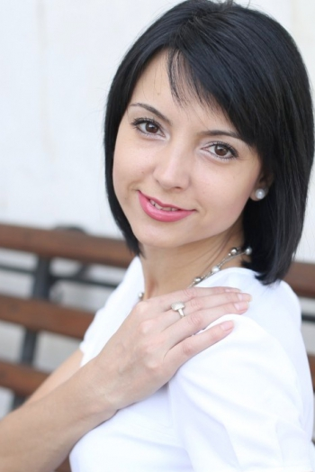 Ukrainian girl Elena,34 years old with brown eyes and black hair.