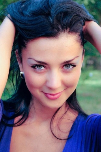 Ukrainian girl Marina,31 years old with green eyes and black hair.