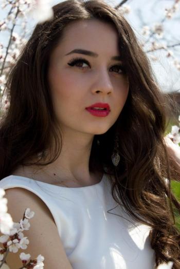 Ukrainian girl Juliya,25 years old with hazel eyes and dark brown hair.