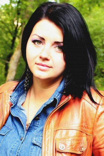 Ukrainian girl Elena,32 years old with green eyes and black hair.