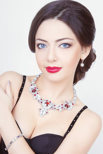 Ukrainian girl Elena,32 years old with blue eyes and black hair.