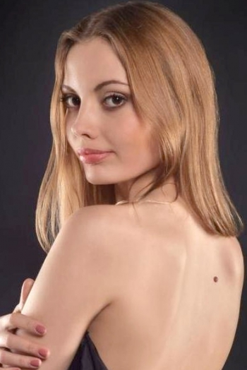 Ukrainian girl Marianna,30 years old with brown eyes and light brown hair.