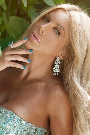 Ukrainian girl Elina,35 years old with green eyes and blonde hair.