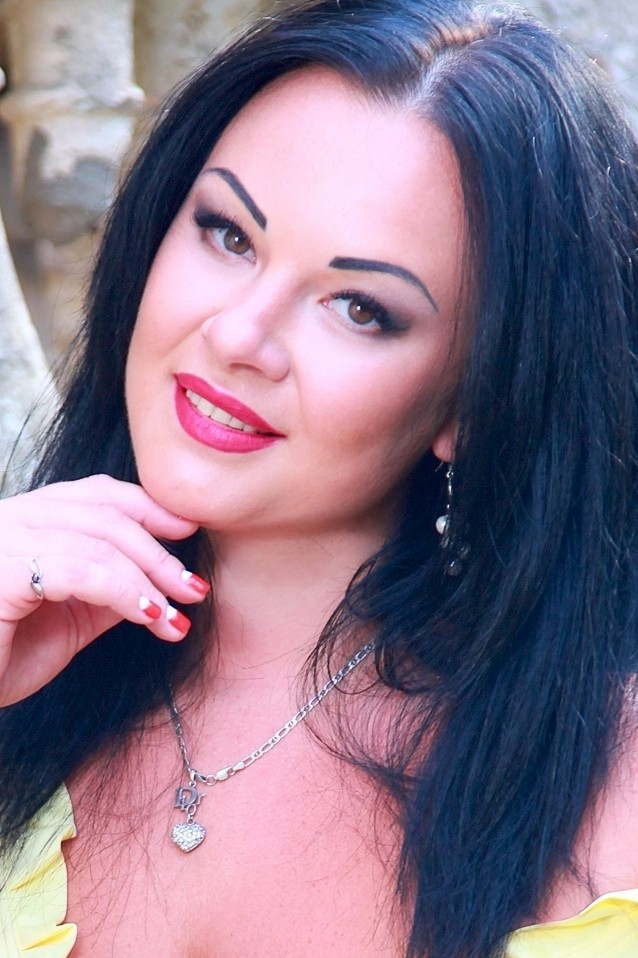 Ukrainian girl Yulia,32 years old with brown eyes and auburn hair.