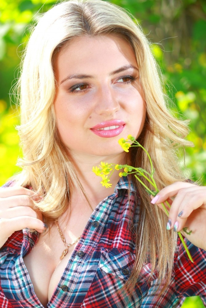 Ukrainian girl Vktoria,25 years old with brown eyes and blonde hair.