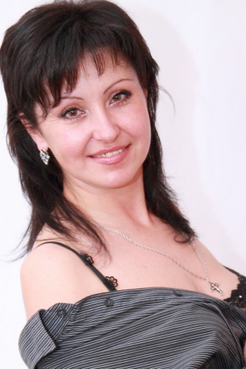 Ukrainian girl Ekaterina,41 years old with brown eyes and black hair.