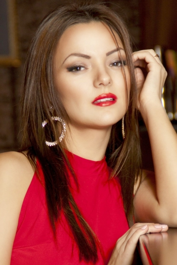 Ukrainian girl Yana,27 years old with brown eyes and dark brown hair.